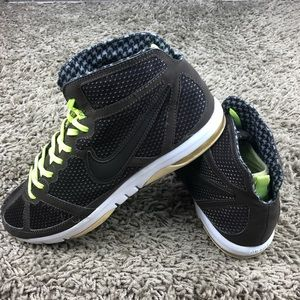 big sale 31221 318b3 Nike Shoes - Nike Air Max S2S Mid Wmn 7.5